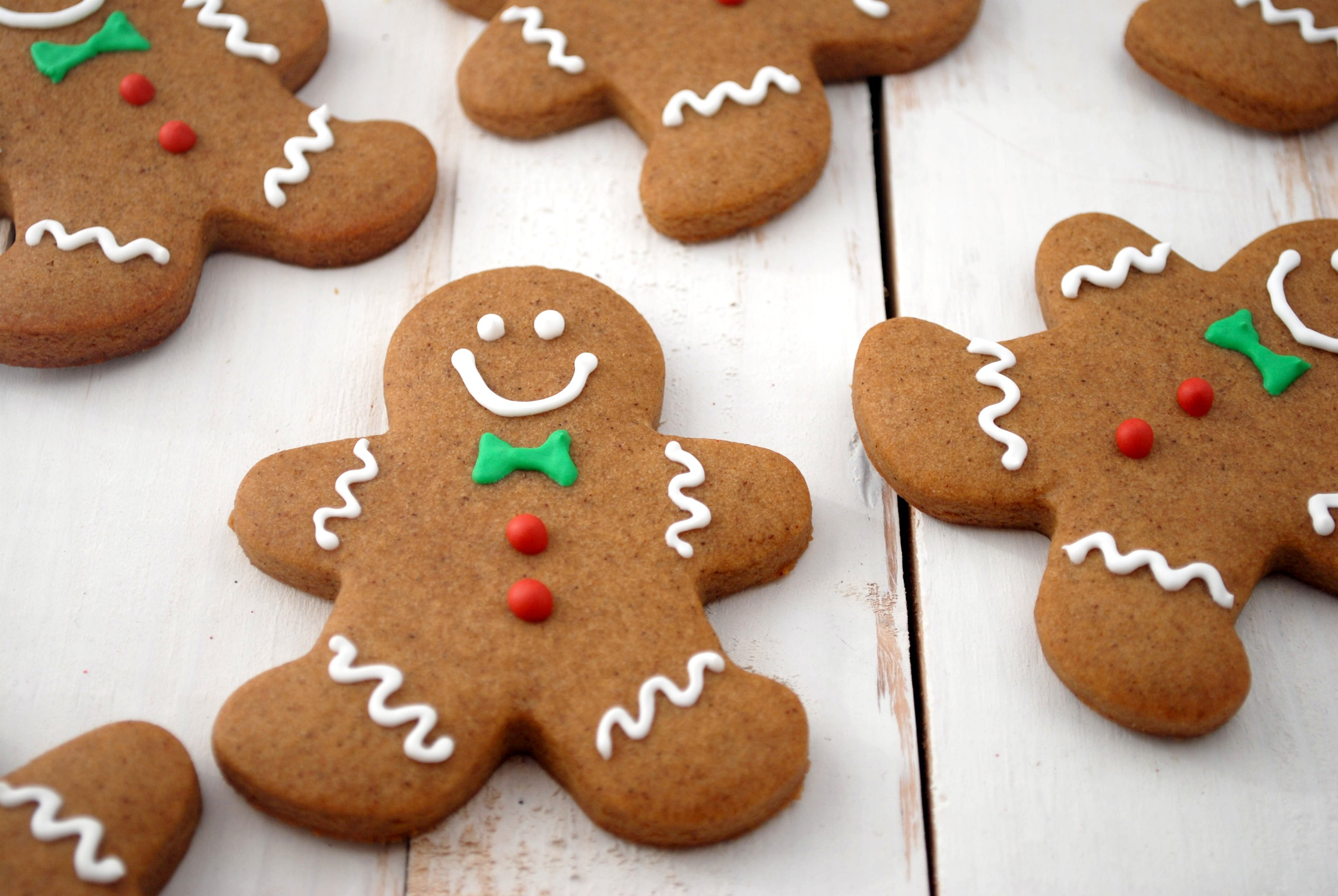 Gingerbread Men (makes approximately 40 cookies)